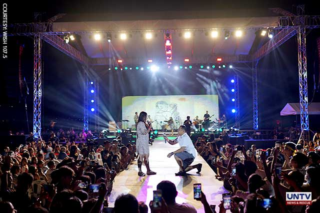 This couple got engaged at 'Braver Moira' concert in Davao